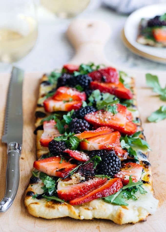 Flatbread Pizza Recipe (Grilled) with Berries, Arugula, and Fontina {sponsored}