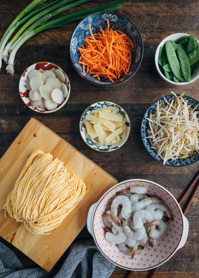 ingredients for shrimp lo mein in bowls